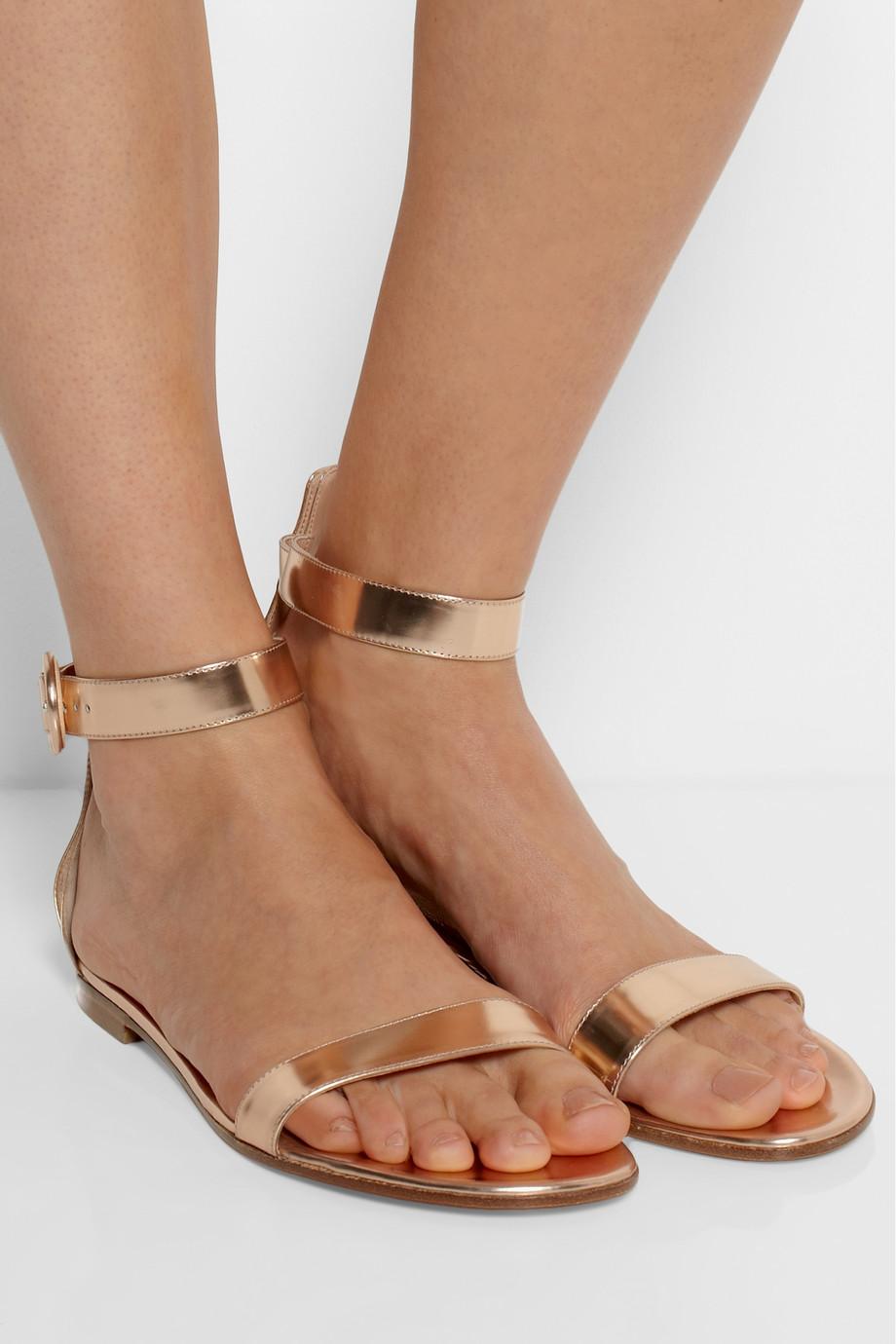 sade metalik altin sandalet modelleri1 Yaz Sezonu Sandalet Modelleri 20