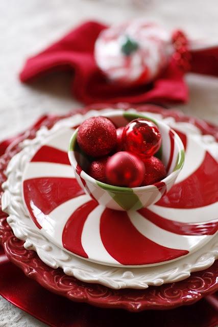 Kirmizi beyaz porselen yemek takimi modeli Yılbaşı Ve Kırmızı! 9
