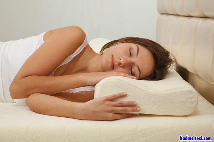 Boyun Sağlığı İçin Yastık Ve Yatak Seçimi