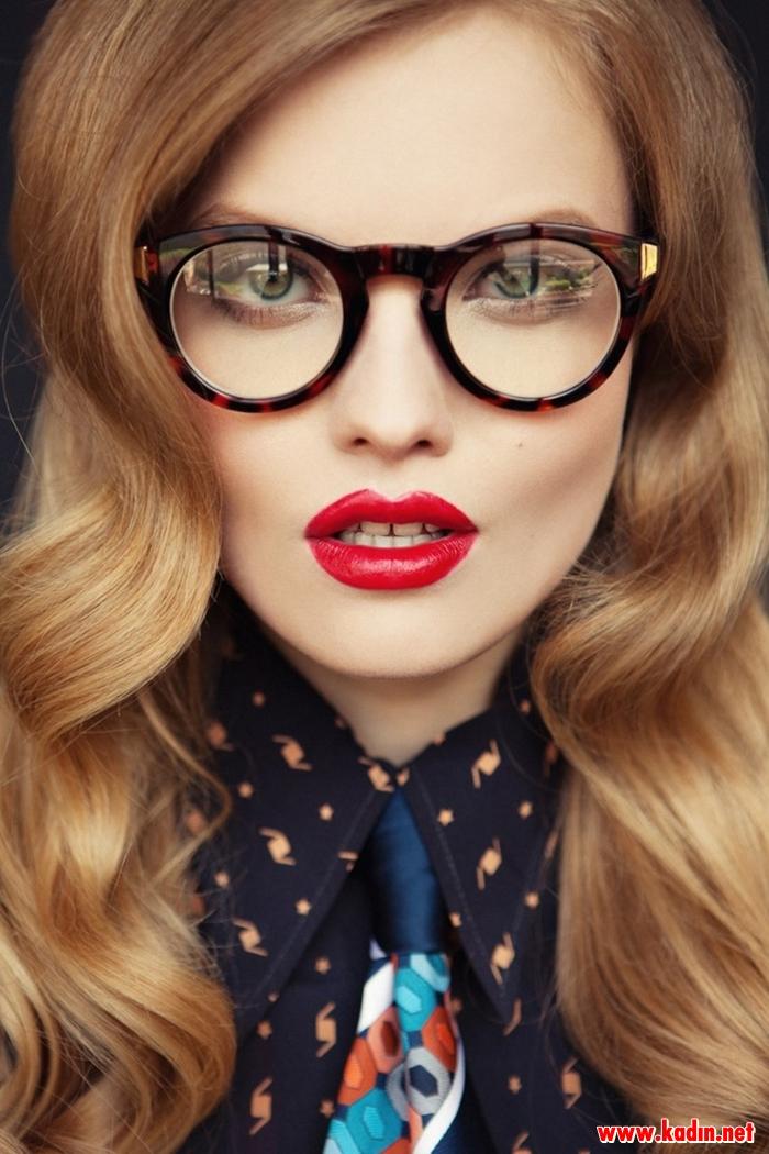 Gözlük Takanlar Nasıl Makyaj Yapmalıdır