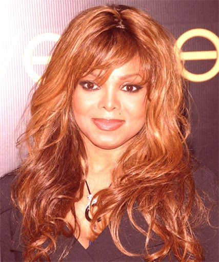 Janet Jackson – Günlük Uzun Dalgalı Saç Modeli