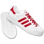 kırmızı çizgili beyaz adidas spor ayakkabı modeli