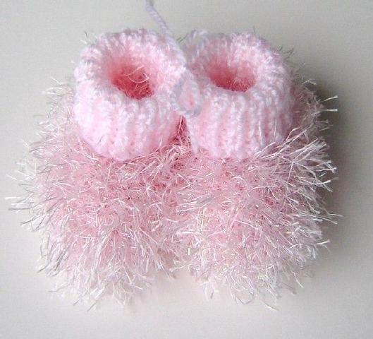 Minicik Çok Tatlı Örgü Bebek Patikleri